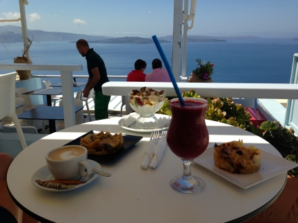 My fave breakfast spot in Santorini, where I loved my yoghurt with fruits, walnuts and thyme honey...